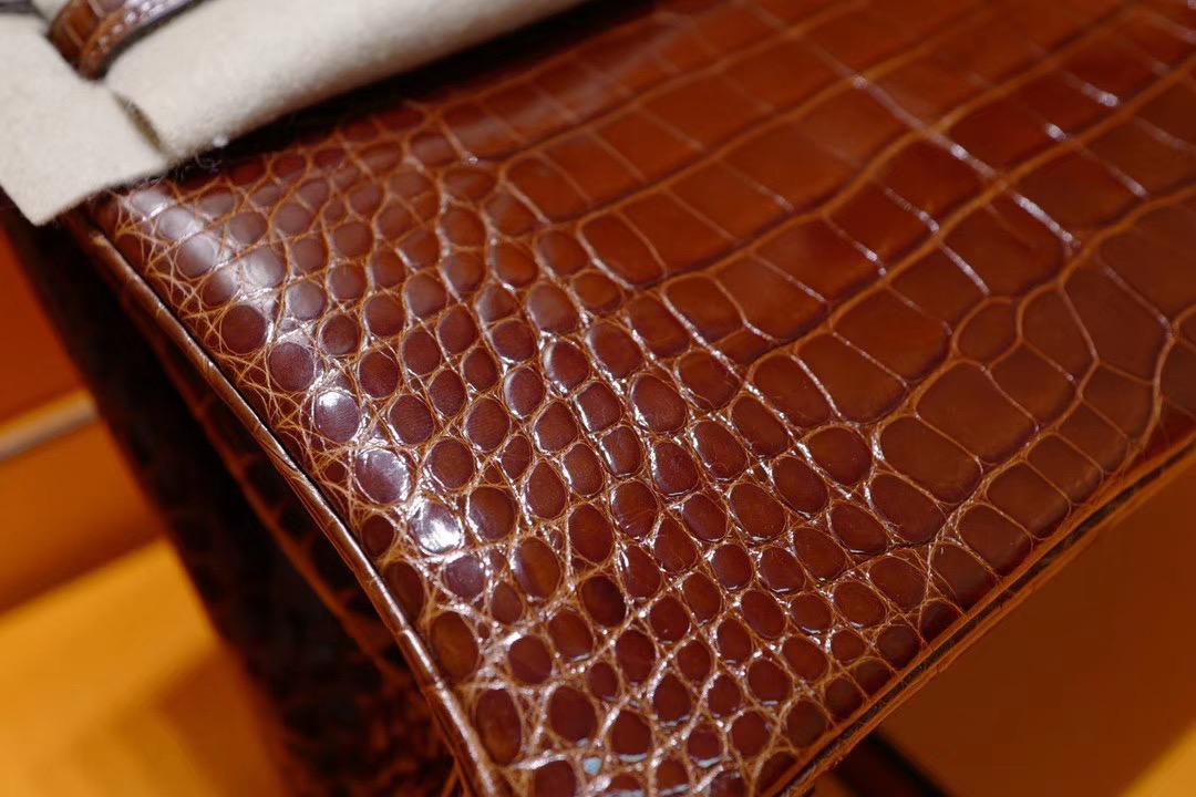VIP贵宾客户订制: Birkin 25cm 蜜糖棕色方块亮面鳄鱼 金扣 这个色的鳄鱼皮,真的好闪噢